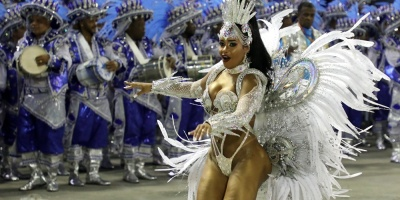 Sátira a picardía brasileña abre segunda noche de desfiles de carnaval en Río
