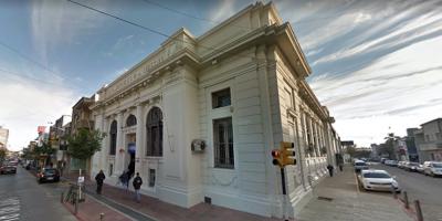 Balearon en Paysandú a la gerente general de la sucursal local del Banco República
