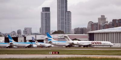 Argentina limita transportes internos y dicta apoyo económico por COVID-19