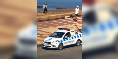 Se viralizó el video de un patrullero exhortando a la gente a que no se aglomere en la rambla capitalina