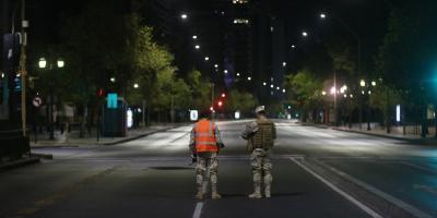 Chile se acerca a 1.000 casos de COVID-19 y considera la cuarentena en la capital