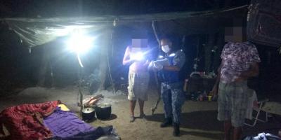 Prefectura debió exhortar a ciudadanos a que retiren camping en el Río Negro