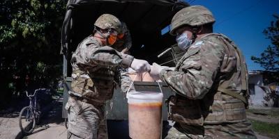 El Ejército argentino reparte 3.000 raciones de comida por la cuarentena
