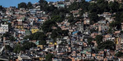 Brasil hará campaña antipandemia en favelas tras admitir negociar con narcos