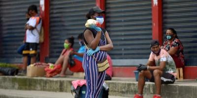 Ecuador roza los 5.000 contagios mientras investiga sobornos por cadáveres