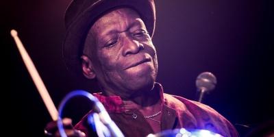 Muere el legendario baterista Tony Allen, uno de los creadores del afrobeat
