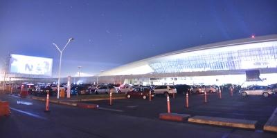 Autocine instalado en el estacionamiento del Aeropuerto de Carrasco abre el sábado