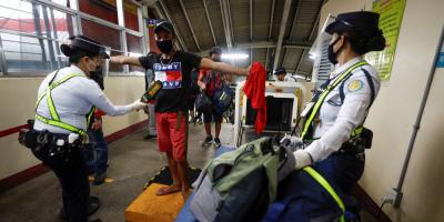 Casi 2.900 personas siguen detenidas en Filipinas por violar la cuarentena