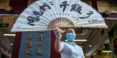 Pekín rebaja el nivel de emergencia por la COVID-19