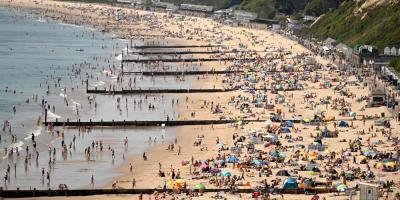 Reino Unido continúa con la desescalada pese al retraso del sistema de rastreo