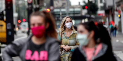Alcaldes ordenan uso de máscaras ante 100.000 casos de COVID-19 en Florida