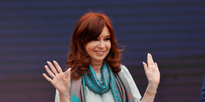 Juez revoca procesamiento de Cristina Fernández en investigación de sobornos