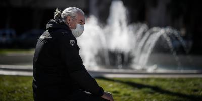 Argentina suma 2.606 casos de COVID-19 mientras estudia endurecer aislamiento