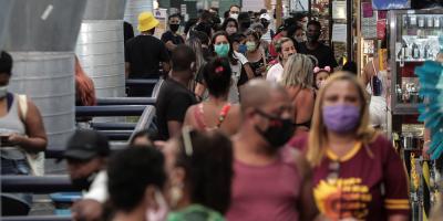 Brasil, sin señales de estabilización de la pandemia con casi 55.000 muertes