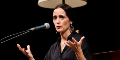"""Julieta Venegas ofrece en línea """"La Enamorada"""" para que público no se apague"""
