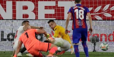 Sevilla avanza hacia la Champions (1-0) con Ocampos y Navas decisivos