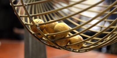 Quince amigos españoles se reparten 144 millones de euros de lotería europea
