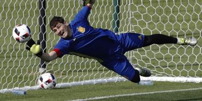 Xavi rinde homenaje a su amigo Casillas