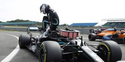Bottas le gana la 'pole position' a Hamilton y saldrá primero en Silverstone