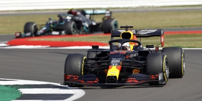Verstappen se viste de estratega para derrotar a Mercedes