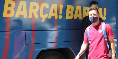 El Barça desembarca en Lisboa entre gritos a Messi y Piqué