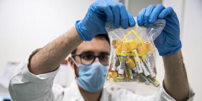 Italia comenzó la primera fase de ensayos de su vacuna en humanos