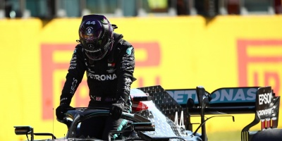 Hamilton firma la 'pole' en Mugello; Sainz saldrá noveno y Pérez séptimo
