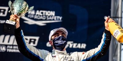 Urrutia logra podio en su debut en la Copa Mundial de Turismos