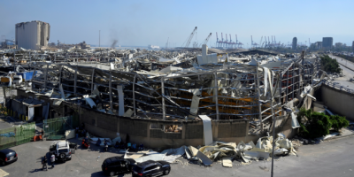 Beirut: Ejército halla tonelada de fuegos artificiales en puerto al mes de explosión