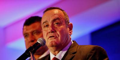 Presidente de Guatemala contrae la COVID-19 pero se encuentra estable