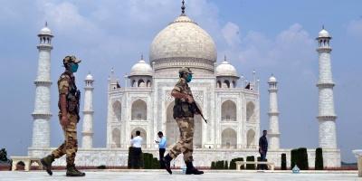 La India autoriza reapertura de cines y escuelas pese a la curva de contagios