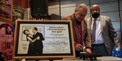"""La cédula uruguaya, la letra de """"Volver"""" y Paquita: algunos enigmas de Gardel"""