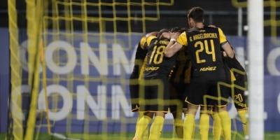 Peñarol cumple como local, pero Wilstermann lo elimina a la distancia