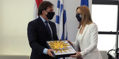 Nueva embajadora de España, que se reunió con Lacalle Pou, dio positivo a COVID-19