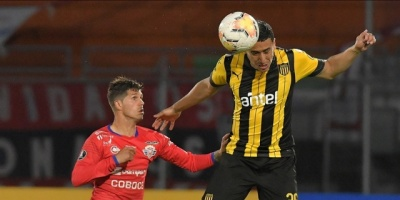 Peñarol visita a Vélez