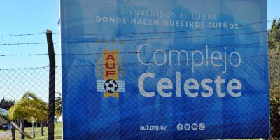 Los futbolistas Rolín y Rossi, y cinco integrantes de la delegación de Uruguay tienen covid
