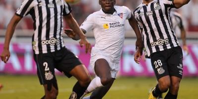 Santos aprovecha fragilidad de Liga y se acerca a los cuartos de final