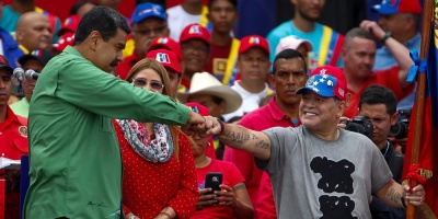 """Maduro lamenta el fallecimiento de su """"hermano"""" Diego Maradona"""