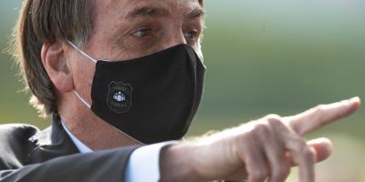 Bolsonaro insiste en no tomar vacuna y pone en duda eficacia del tapabocas