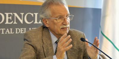 Arana dijo que propuso la candidatura de Vázquez en 1989, para renovar al Frente Amplio
