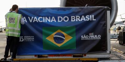 Brasil recibe otras 5,5 millones de dosis de la vacuna de la china Sinovac