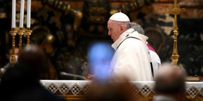 El papa celebró la Misa del Gallo más solitaria llamando a la fraternidad