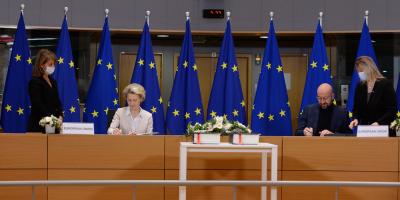 La Unión Europea firmó el acuerdo para su futura relación con el Reino Unido