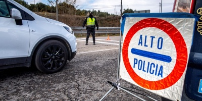 España descarta confinamiento domiciliario total pese al repunte de la covid