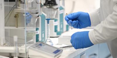 """EMA terminará evaluación vacuna de AstraZeneca y Oxford a """"finales de enero"""""""