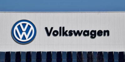 Volkswagen recortará más la producción por falta de semiconductores