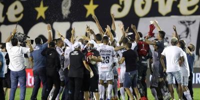El Santos golea a Boca y jugará final brasileña con Palmeiras