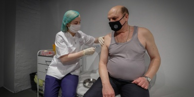 Argentina amplía autorización de vacuna Sputnik V a mayores de 60 años