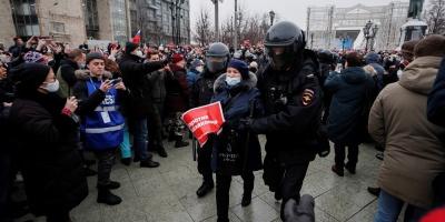 Rusia detiene a cientos de partidarios de Navalni en marchas en todo el país
