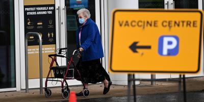 El Gobierno británico pide a la población que confíe en la vacuna de AstraZeneca